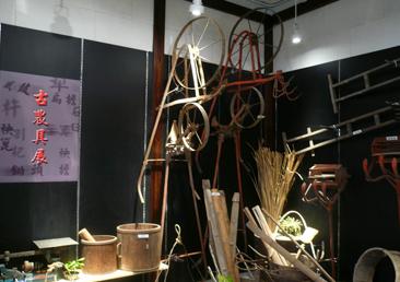 懷舊農具展如傳統稻作上使用的秧馬、秧篦、割耙、犁等